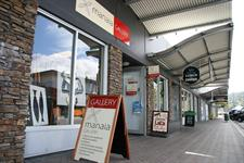 Shops and trendy galleries