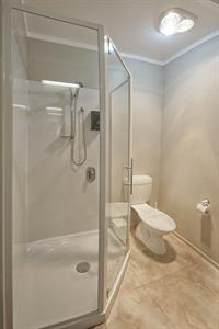 1 bedroom spa apartment shower