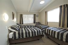 Single beds in 2 bedroom apartment