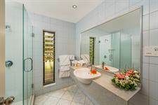 Premier Garden Room Bathroom