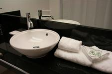 DH Luxmore - Deluxe room Bathroom