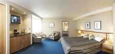 DH Luxmore – Suite