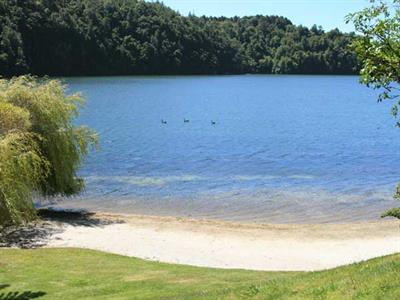 Relax by the lake at Wildwood Lodge