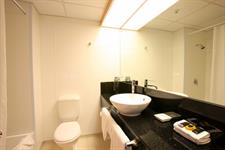 DH Luxmore - Deluxe Hotel Room Bathroom R16212