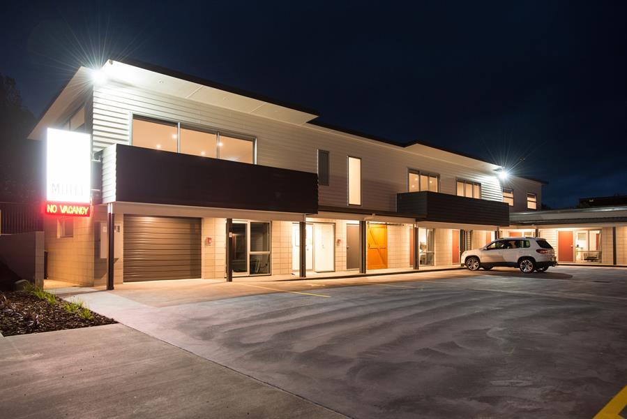 Image gallery pedlars motel paeroa hauraki rail trail for Motel exterior design