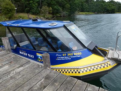 The water taxi ready and waiting