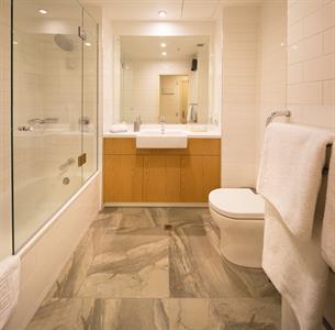 1 Bedroom suite new bathroom 2018 Villa del Lago