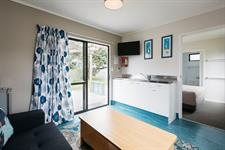 Kotare Ensuite Cabin Living Room/Kitchenette