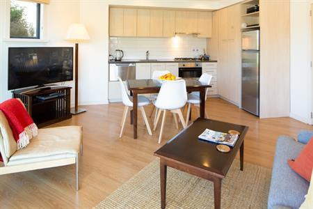 Corner Suite 6 dining & kitchen Feb 2021 Villa del Lago
