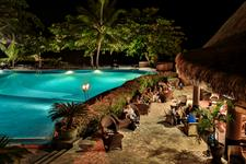 b - Tahiti Pearl Beach Resort - pool and bay bar
