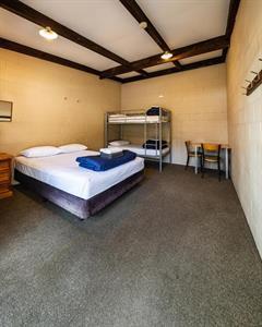 Cabin With Linen Sleeps 4 Mt. Aspiring Holiday Park