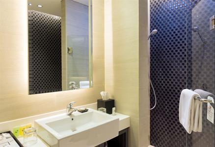 Deluxe Room Bathroom Swiss-Belhotel Tuban