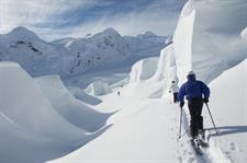 Navigating-through-the-ice-formations-with-Alpine-