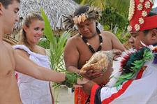 g polynesian-wedding-ceremony-intercontinental-bor