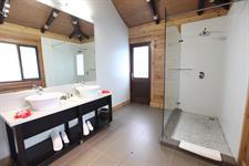 Aga Reef Resort - Waterfront Villa Bathroom Aga Reef Resort