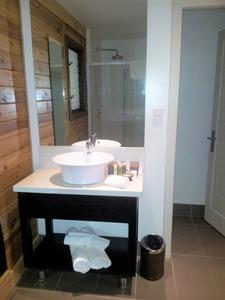 Aga Reef Resort - Overwater Bathroom Aga Reef Resort