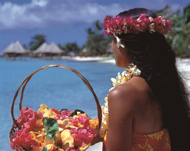 e polynesian-woman-with-flowers-at-intercontinenta
