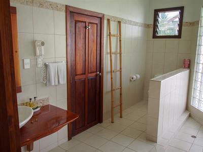 Sinalei - 1 Bedroom Oceanview Bathroom Sinalei Reef Resort & Spa