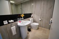 Taumeasina - 2 Bedroom Villa bathroom Taumeasina Island Resort