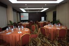 Swiss-Belinn Baloi Meeting Room Round Table Style