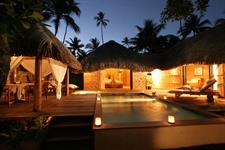 Le Taha'a Island Resort & Spa - Royal Pool Beach Villa by night