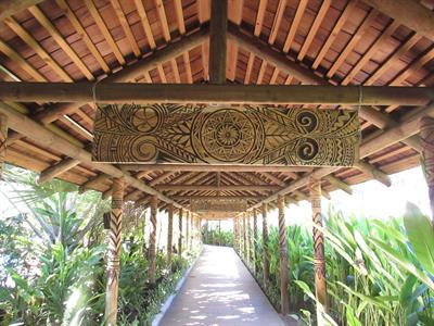 Tanoa Tusitala - Walkway Local Art Tanoa Tusitala Hotel