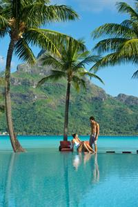 b - IC Resort & Thalasso Spa Bora Bora Pool3