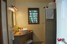 Le Vasa - Two bedroom villa bathroom Le Vasa Resort