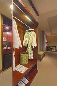 Suite Wardrobe Swiss-Belhotel Rainforest