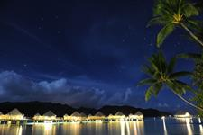 Le Taha'a Island Resort & Spa - By night - Overwater Suite