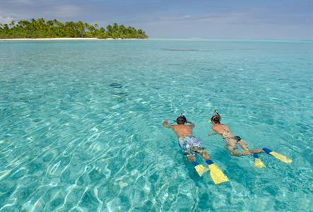 Aitutaki Day Tour - The Vaka Cruise - snorkelling2 Air Rarotonga