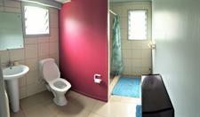 Arapati Beach Bach - Guestroom & Bathroom Arapati Beach Bach