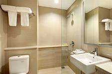 Business Suites Bathroom