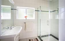 Kakaia Retreat - Main Bathroom Kakaia Retreat