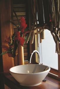 1b - Le Meridien Bora Bora - Classic Motu Bungalow Le Meridien Bora Bora