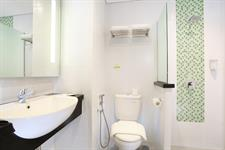 Bathroom Zest Hotel Sukajadi Bandung