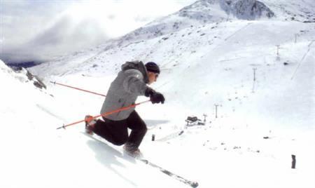 Skiing Villa del Lago