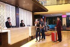 Receptionist Swiss-Belhotel Silae Palu