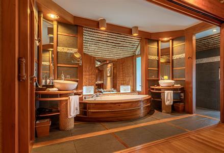 Le Taha'a Island Resort & Spa - Bathroom - Overwater Suites Le Taha'a Island Resort & Spa