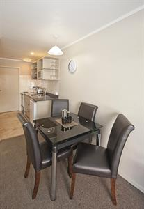 1 bedroom spa apartment dining area