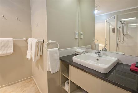 1 Bedroom Spa Apartment Sport Of kings