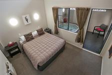 1 Bedroom Spa Bedroom Sport Of kings
