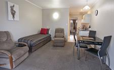 1 Bedroom Spa Lounge Sport Of kings