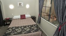 1 Bedroom Apartment bed and Spa Sport Of kings