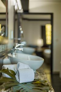 Le Tahiti by Pearl Resorts - Ocean View Suite - Bathroom Le Tahiti by Pearl Resorts