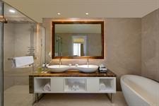 Suite Bathroom Swiss-Belboutique Yogyakarta