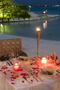h - St Regis Bora Bora Resort - dinner on the beac