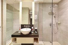 Grand Deluxe Bathroom