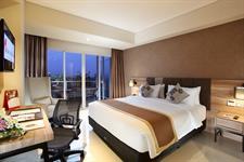 Deluxe Balcony Room Swiss-Belinn Karawang