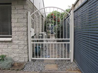Custom gate 297